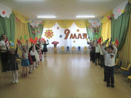 """На параде - детский сад"""