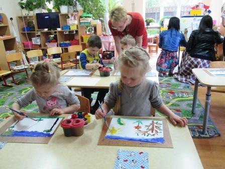 Дети отражают в рисунке свои мечты о лете