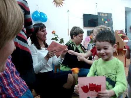 Цветы и поделки - в подарок самым родным!